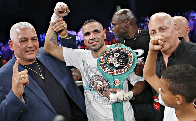 Anthony Mundine turns back the clock, upsets Sergey Rabchenko
