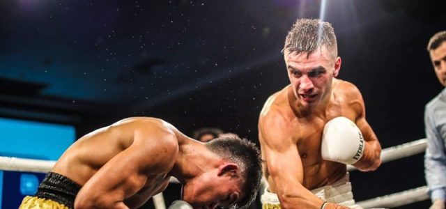 Andrew Moloney survives knockdown, rallies to beat Tabugon