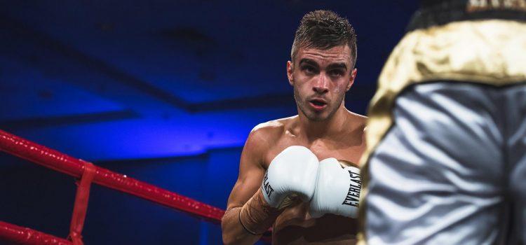 Champion vs. Champion: Moloney signs for Dacquel